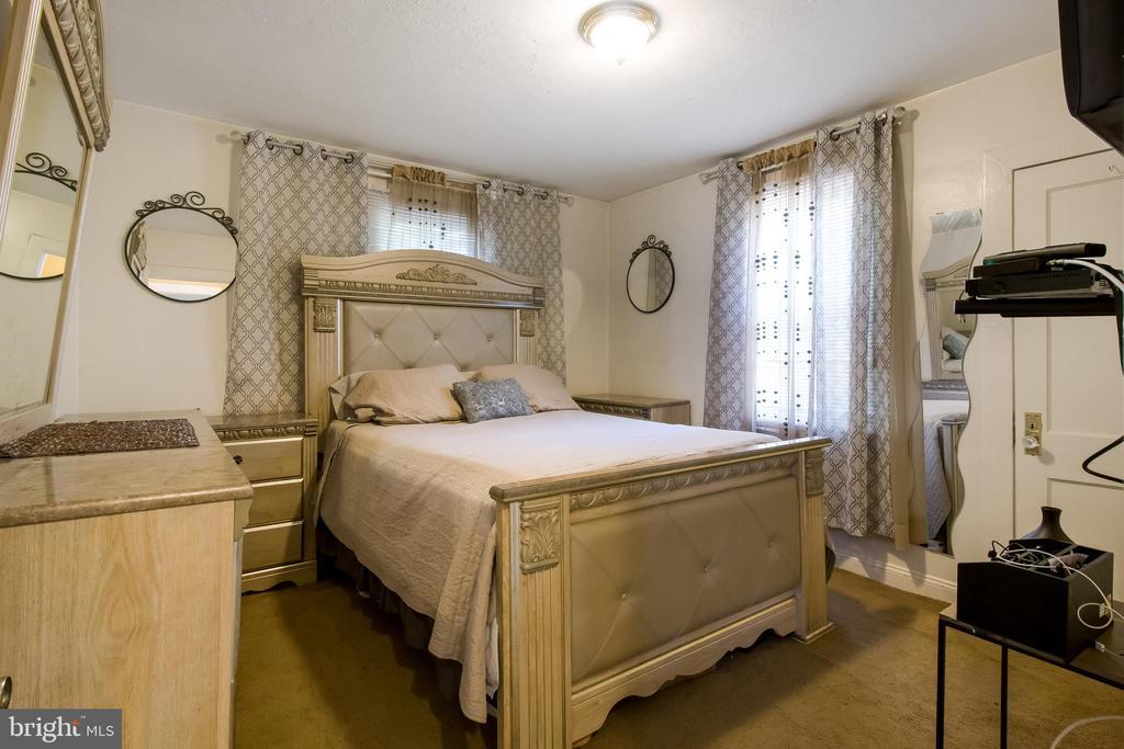Master Bedroom - 6806 MARIANNE DR, MORNINGSIDE