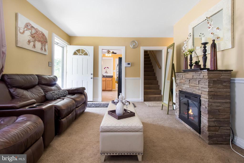 Living Room - 6806 MARIANNE DR, MORNINGSIDE