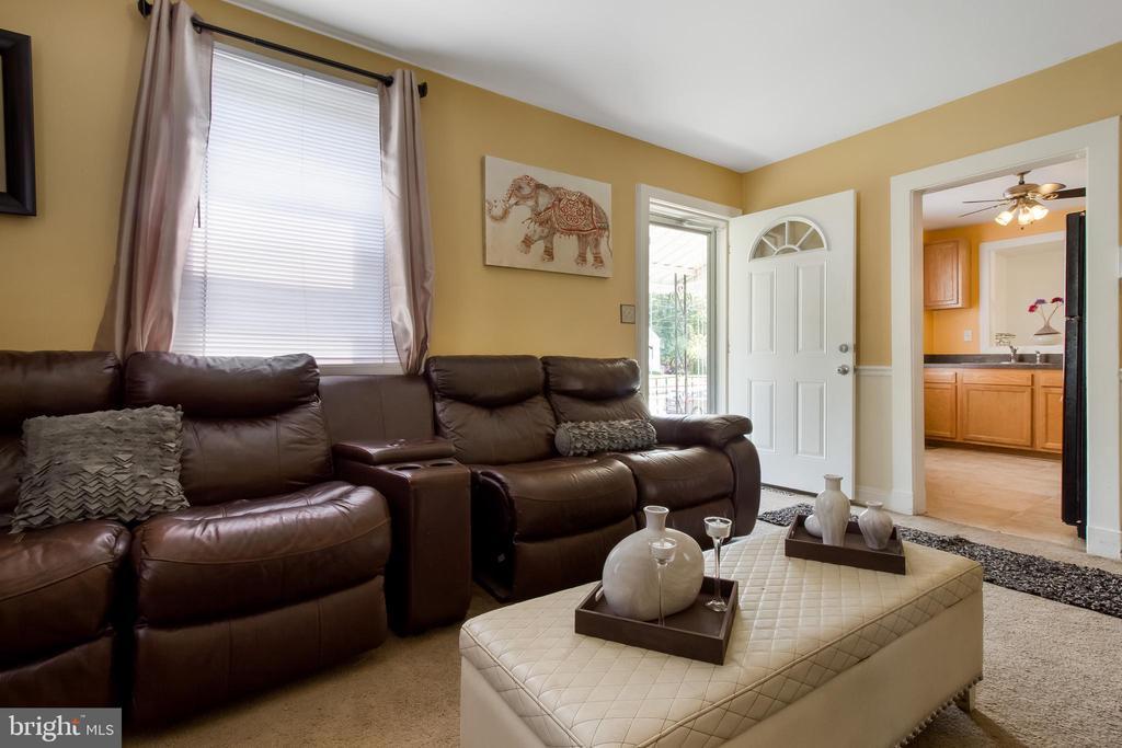 Livingroom - 6806 MARIANNE DR, MORNINGSIDE