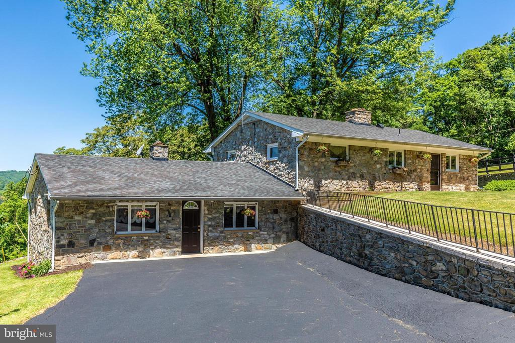 Full view of custom stone home - 6617 BROWNS QUARRY RD, SABILLASVILLE