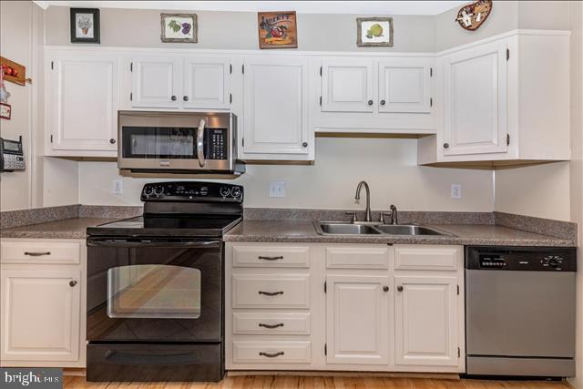 Many drawers and compact work area here - 6617 BROWNS QUARRY RD, SABILLASVILLE