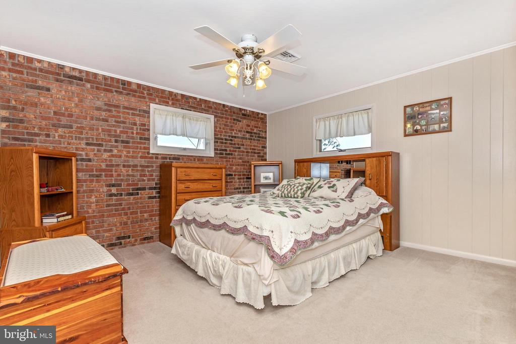Master Br  real brick! main level - 6617 BROWNS QUARRY RD, SABILLASVILLE