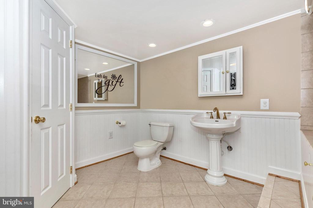 Large bathroom - 6617 BROWNS QUARRY RD, SABILLASVILLE