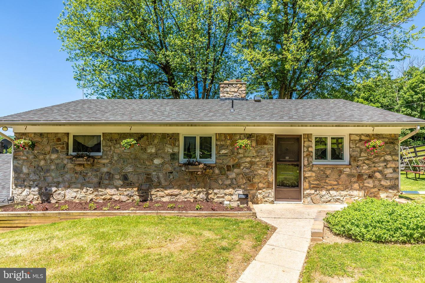 Single Family for Sale at 6617 Browns Quarry Rd Sabillasville, Maryland 21780 United States