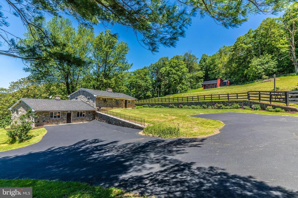 Dual parking areas - 6617 BROWNS QUARRY RD, SABILLASVILLE