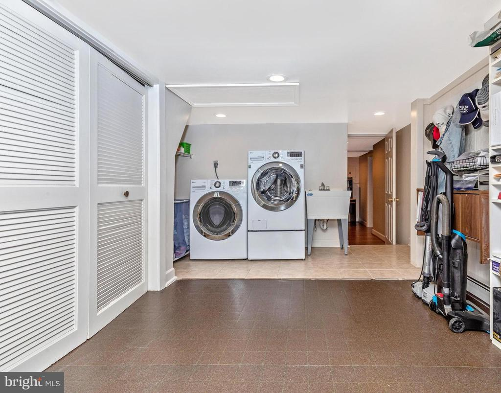 Very large laundry area and storage space - 6617 BROWNS QUARRY RD, SABILLASVILLE