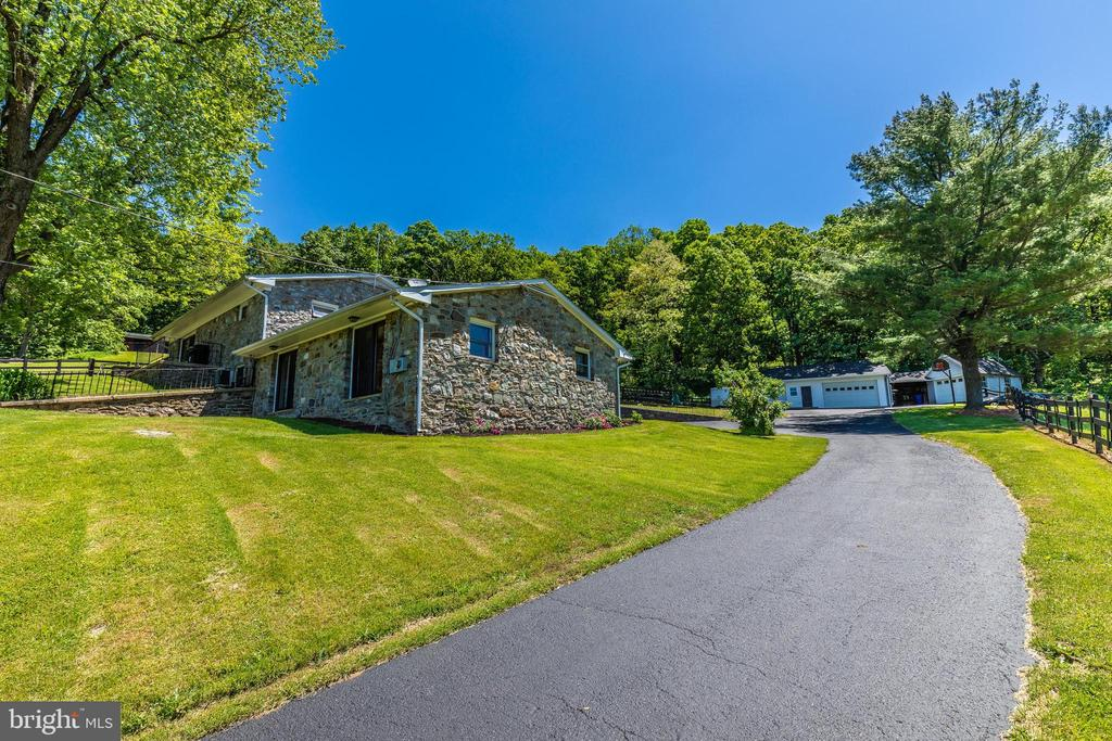 Drive up to your everyday retreat home! - 6617 BROWNS QUARRY RD, SABILLASVILLE