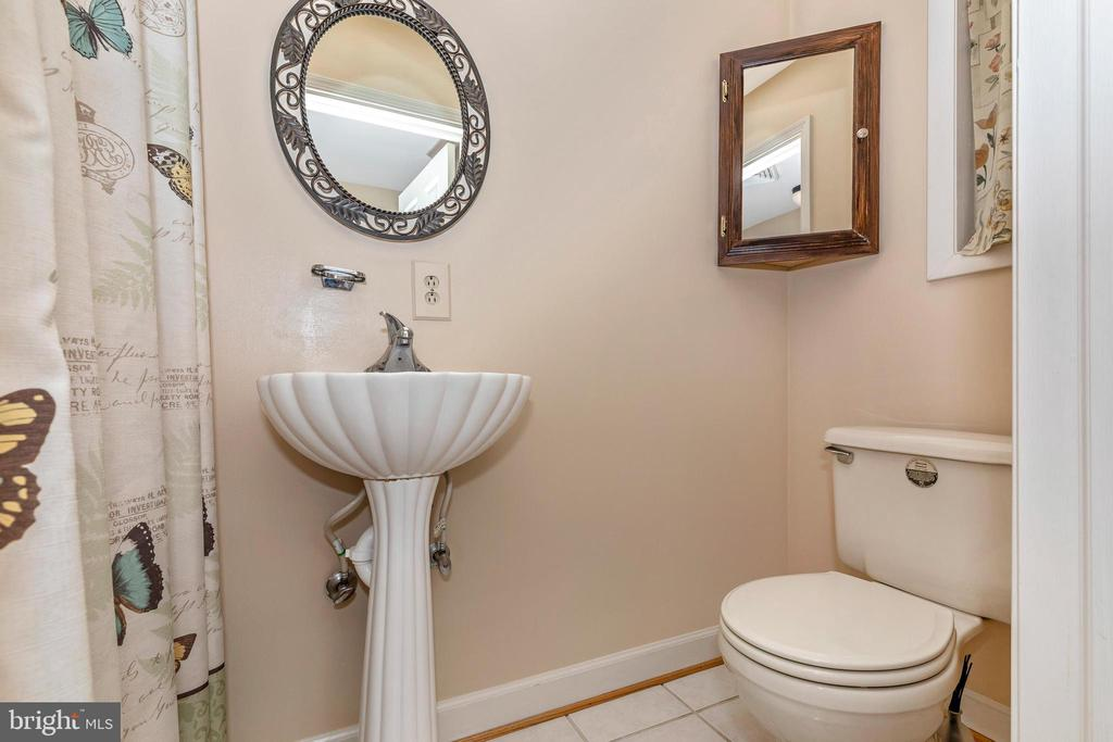Main level full bath - 6617 BROWNS QUARRY RD, SABILLASVILLE