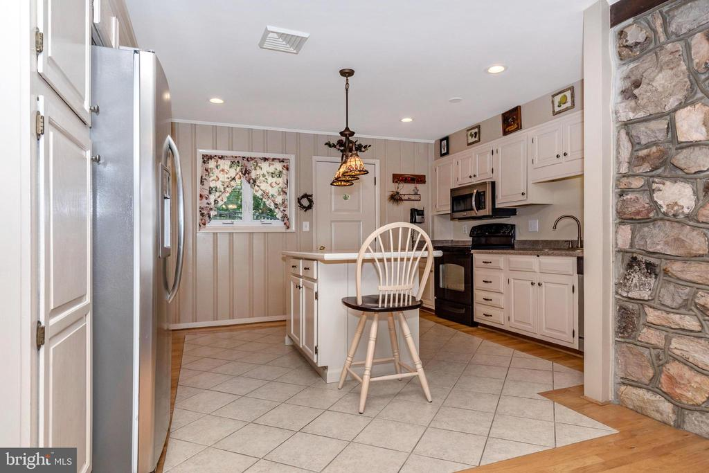 Kitchen with tile inlay - 6617 BROWNS QUARRY RD, SABILLASVILLE