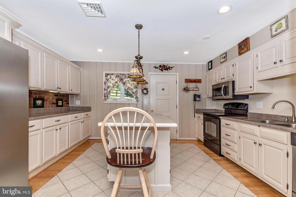 Full view kitchen - 6617 BROWNS QUARRY RD, SABILLASVILLE