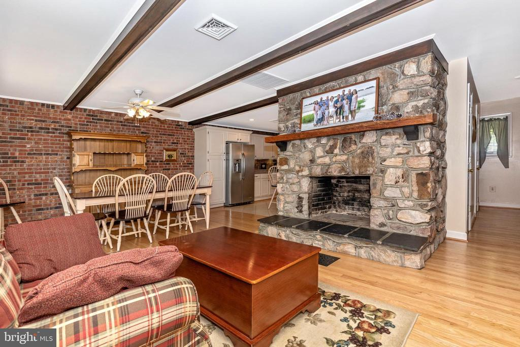 Cozy family area  with fireplace off eating area - 6617 BROWNS QUARRY RD, SABILLASVILLE