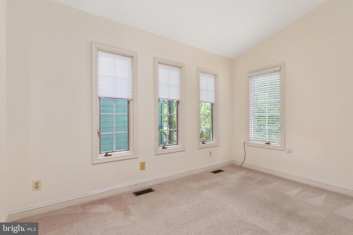 Additional photo for property listing at 42 Shore Walk Rd Riva, Maryland 21140 United States