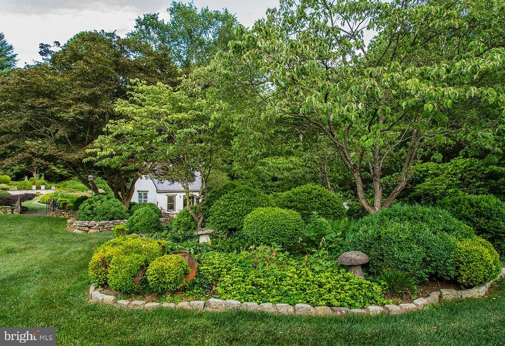 Garden Cottage - 10211 KATIE BIRD LN, VIENNA