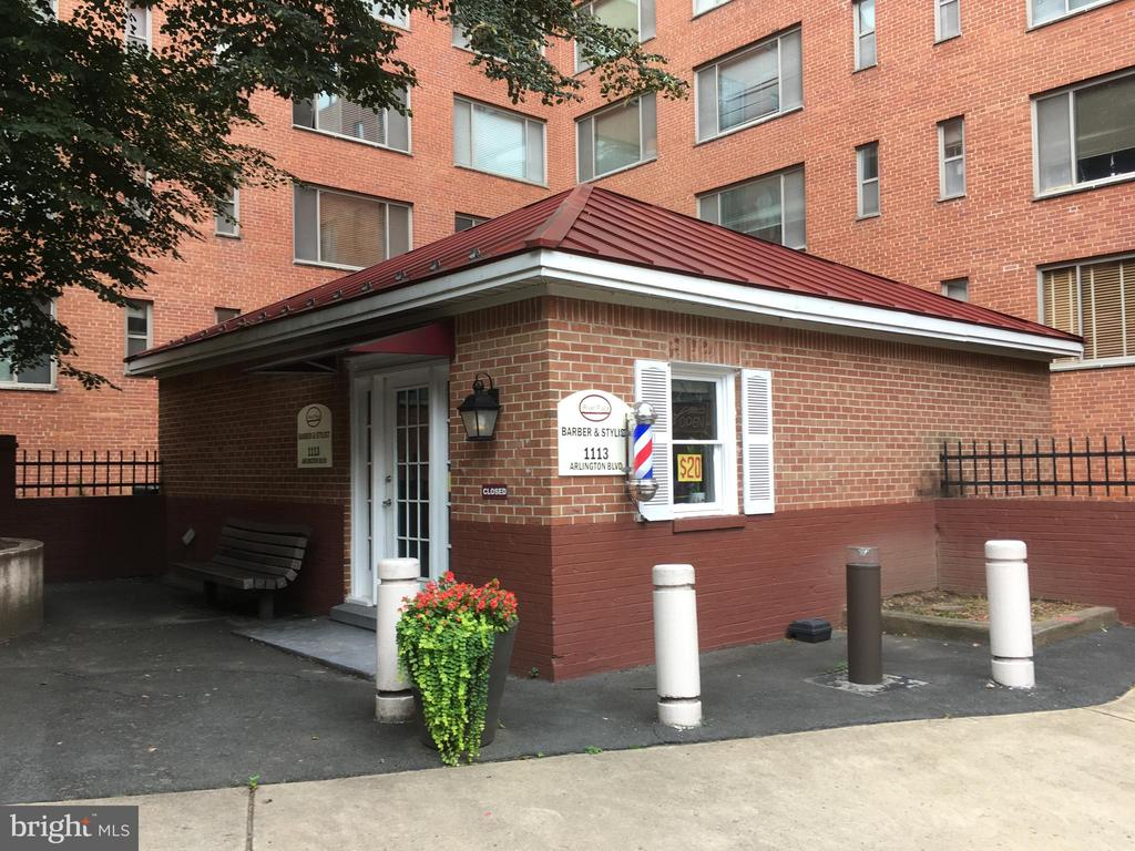 Barber Shop - 1111 ARLINGTON BLVD #739, ARLINGTON