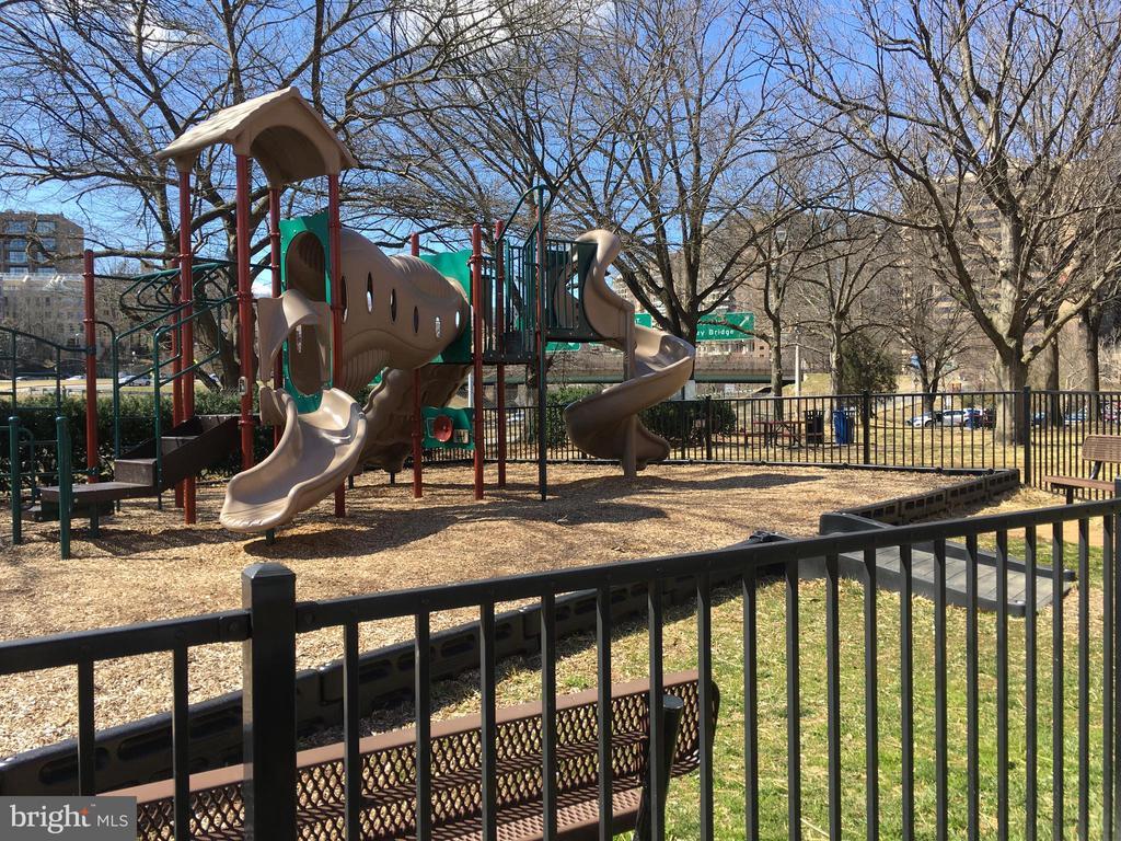 Tots Playground - 1021 ARLINGTON BLVD #928, ARLINGTON