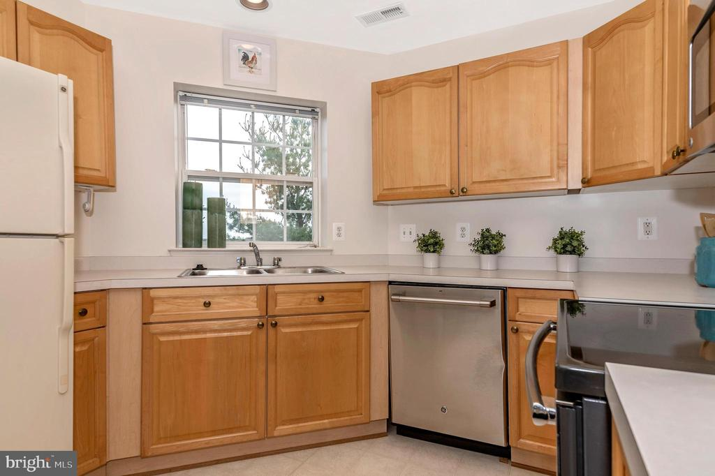 Freshly painted kitchen - 2500 CATOCTIN CT #1-2B, FREDERICK