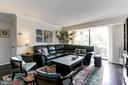 Bright Living Room - 1800 OLD MEADOW RD #1020, MCLEAN