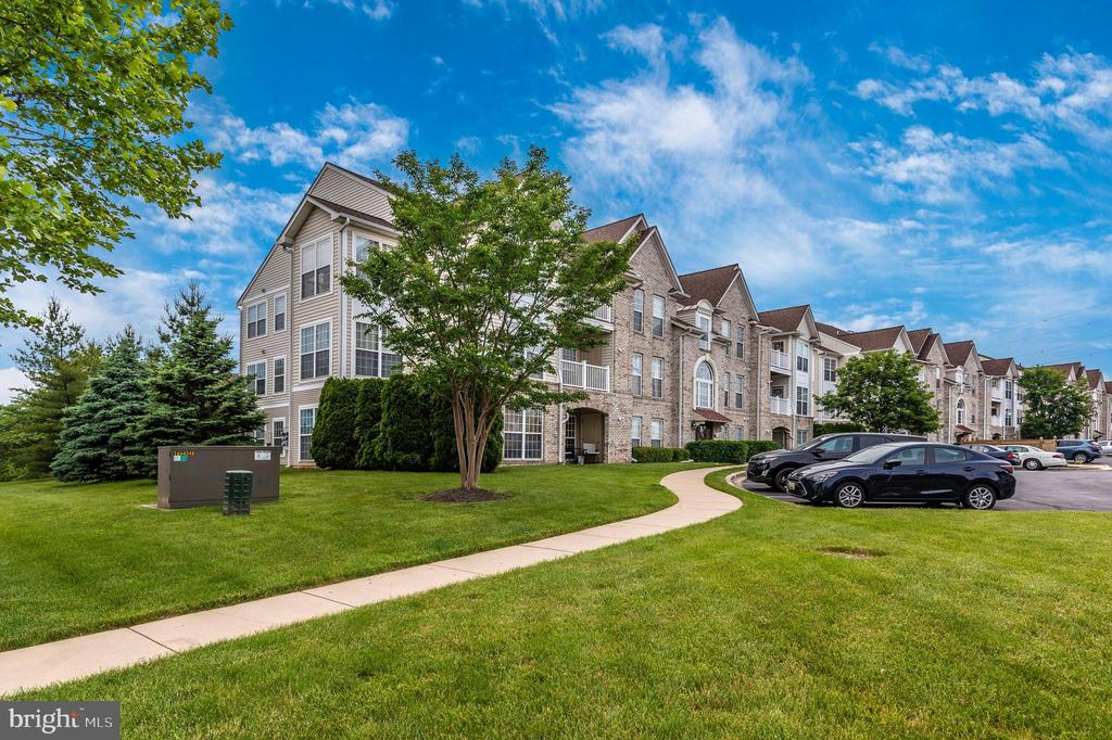 End unit! - 2500 CATOCTIN CT #1-2B, FREDERICK
