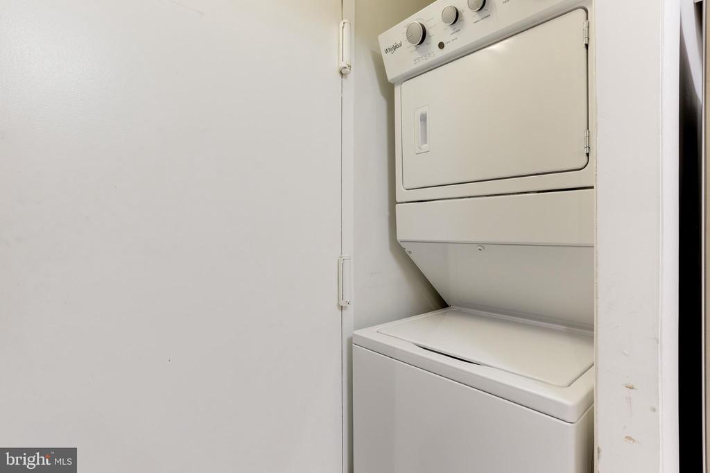New Whirlpool washer and dryer - 1800 OLD MEADOW RD #1020, MCLEAN