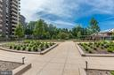 New courtyard for BBQs and entertaining - 1800 OLD MEADOW RD #1020, MCLEAN