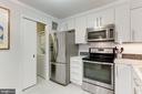 Kitchen with pocket door - 1800 OLD MEADOW RD #1020, MCLEAN