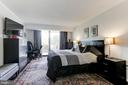 Master Bedroom with SGD to Balcony - 1800 OLD MEADOW RD #1020, MCLEAN