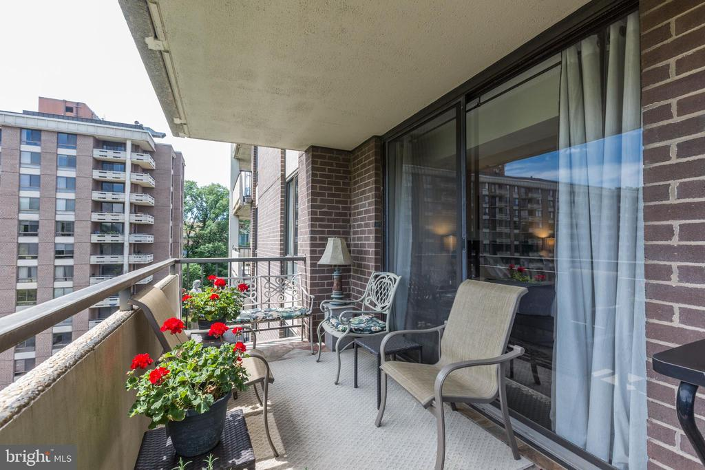 Balcony off Living Room - 1800 OLD MEADOW RD #1020, MCLEAN