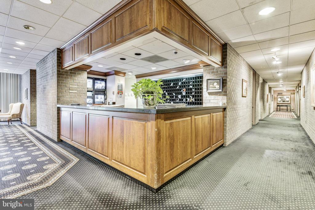 Front lobby reception desk - 1800 OLD MEADOW RD #1020, MCLEAN