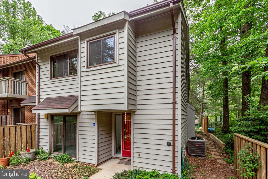 End unit for added privacy! - 1955 WINTERPORT CLUSTER, RESTON