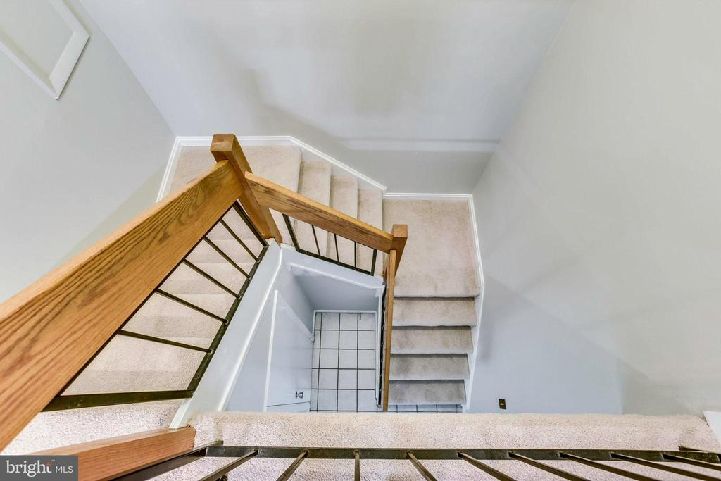 Tall ceilings lead to upper level - 1955 WINTERPORT CLUSTER, RESTON