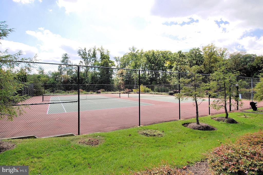 Community tennis - 12809 SHADOW OAK LN, FAIRFAX