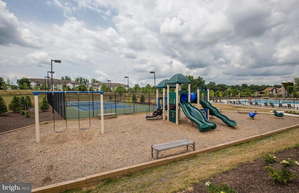 Tennis Court and Playground - 210 DECOVERLY DR #10003, GAITHERSBURG