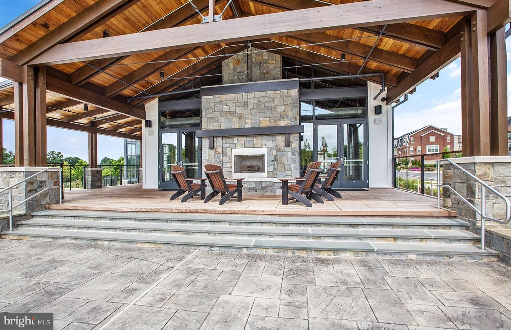 Relax Outdoors at The Retreat - 210 DECOVERLY DR #10003, GAITHERSBURG