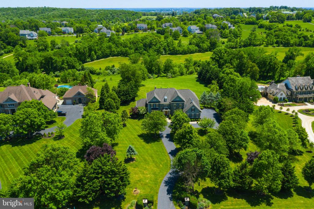 Homes back to private land owned by Beacon Hill - 17072 SILVER CHARM PL, LEESBURG