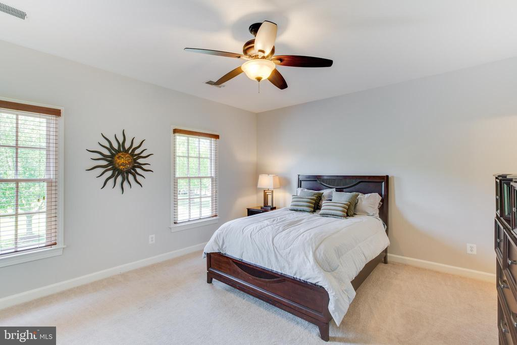 Bedroom with private bathroom - 17072 SILVER CHARM PL, LEESBURG