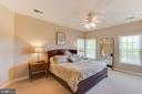 Secondary bedroom with private bathroom - 17072 SILVER CHARM PL, LEESBURG