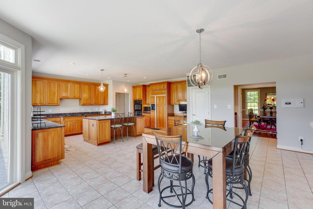 Expansive breakfast area - 17072 SILVER CHARM PL, LEESBURG