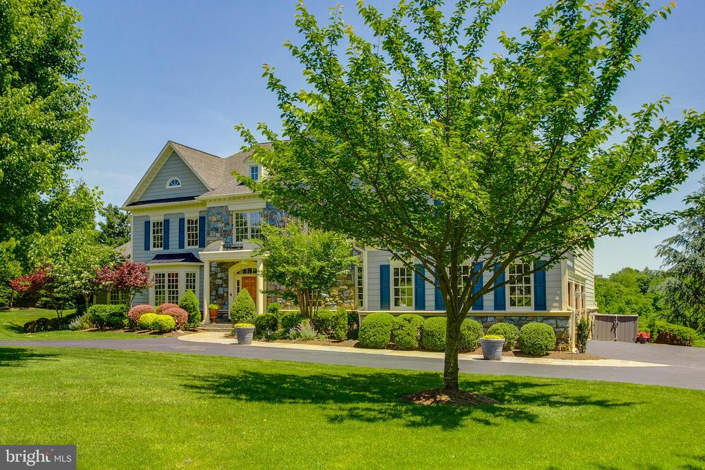 Stone and Hardiplank exterior - 17072 SILVER CHARM PL, LEESBURG