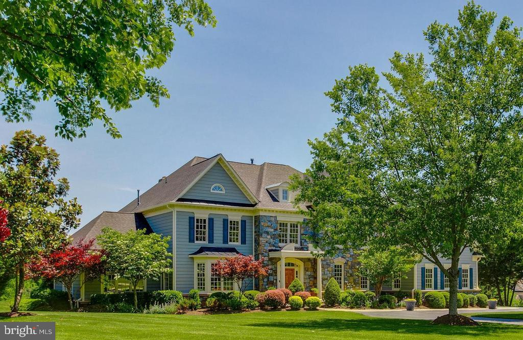 Beautiful curb appeal with mature landscaping - 17072 SILVER CHARM PL, LEESBURG