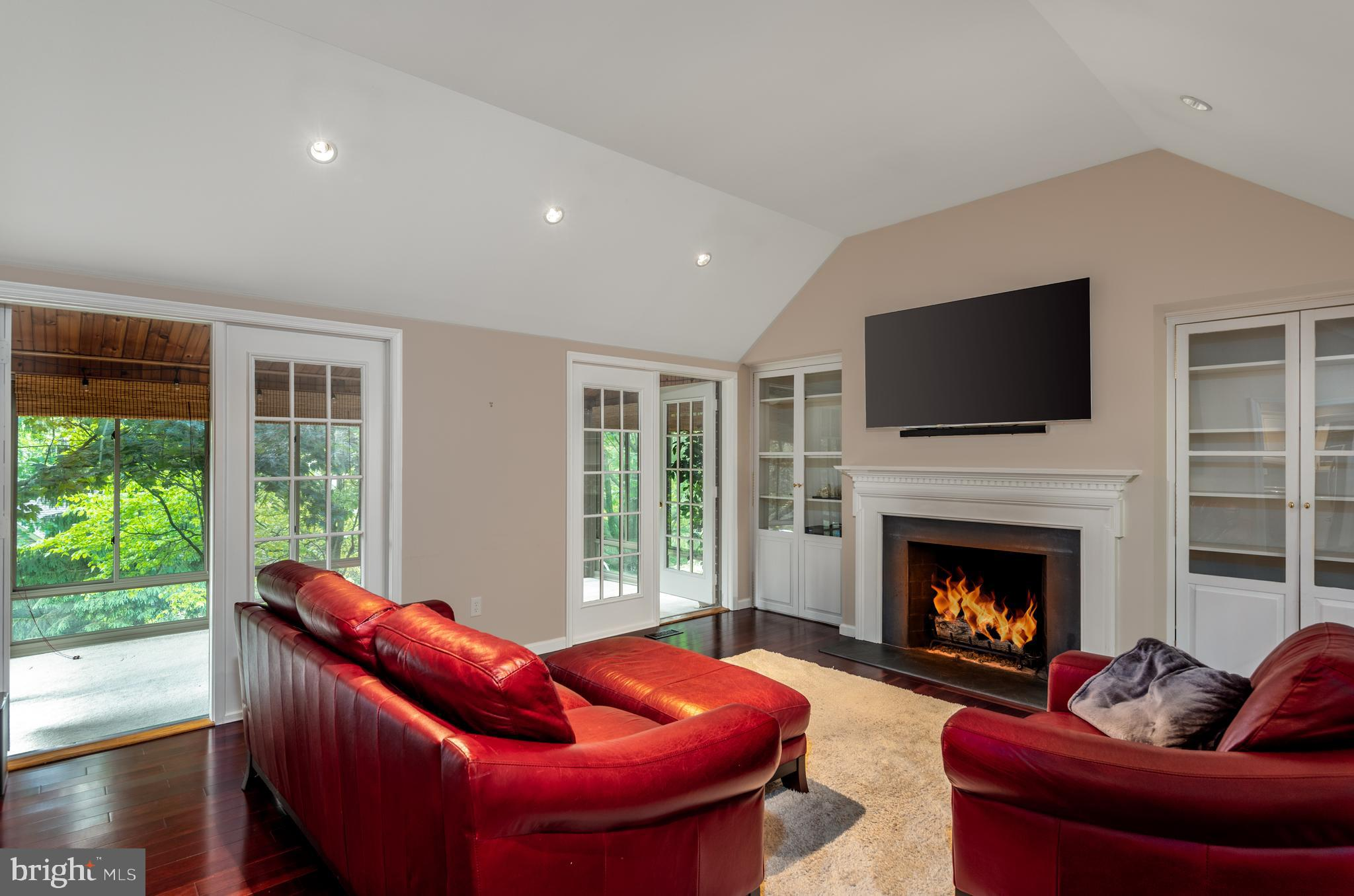 Gas Fireplace, built in's and vaulted ceiling