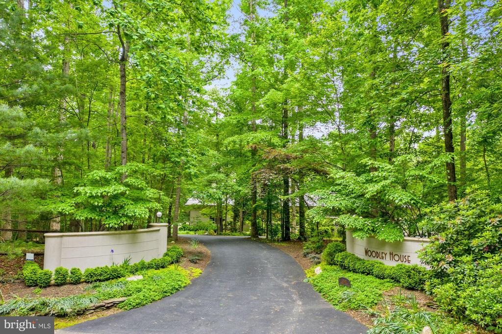 Elegant street entrances on two sides of the home - 10301 FIREFLY CIR, FAIRFAX STATION