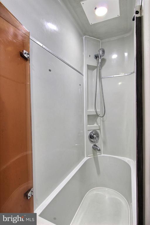 Master Bath with tub - 600 WATER ST SW #Z-8, WASHINGTON