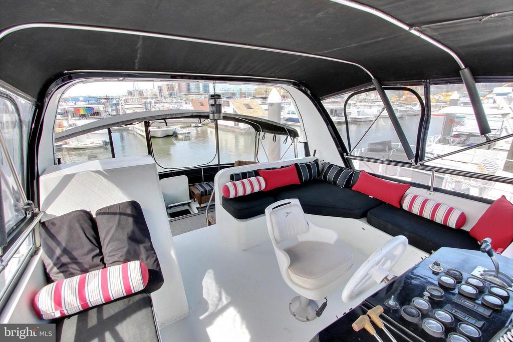 Captain's Chair overlooking rear deck - 600 WATER ST SW #Z-8, WASHINGTON