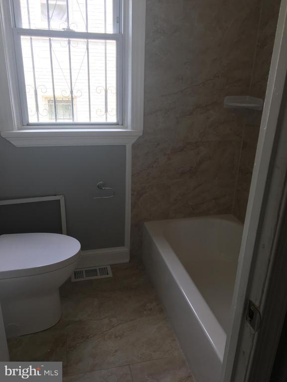 Bathroom - 919 NE 47TH ST NE, WASHINGTON