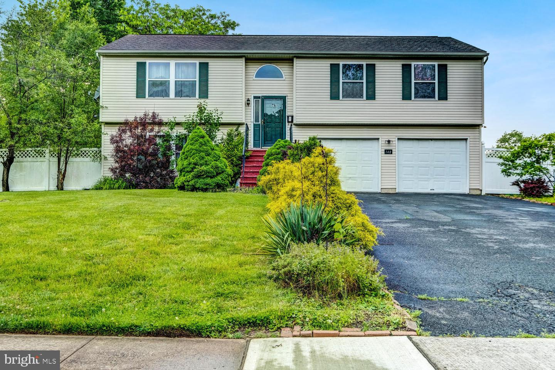 Single Family Homes для того Продажа на Kendall Park, Нью-Джерси 08824 Соединенные Штаты