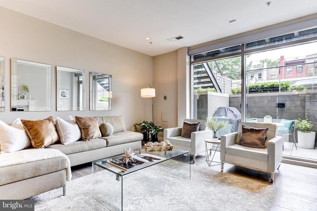 Floor to ceiling windows - 624 8TH ST NE #101, WASHINGTON