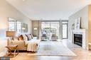 Huge living room w fireplace - 624 8TH ST NE #101, WASHINGTON