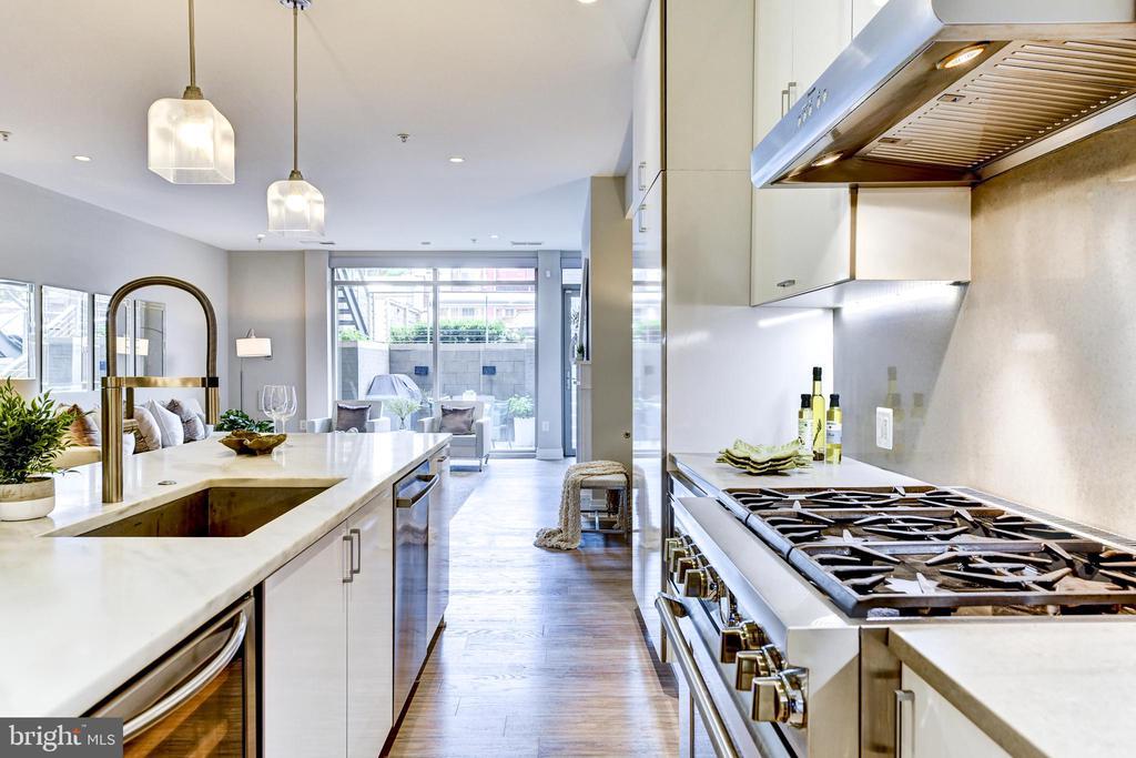 Open kitchen, dining, living space - 624 8TH ST NE #101, WASHINGTON