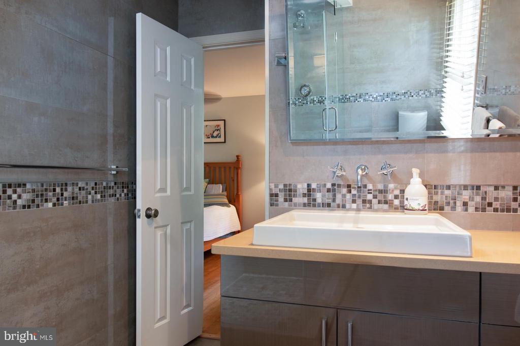 Hall Bathroom - 3612 SOUTH PL #7, ALEXANDRIA