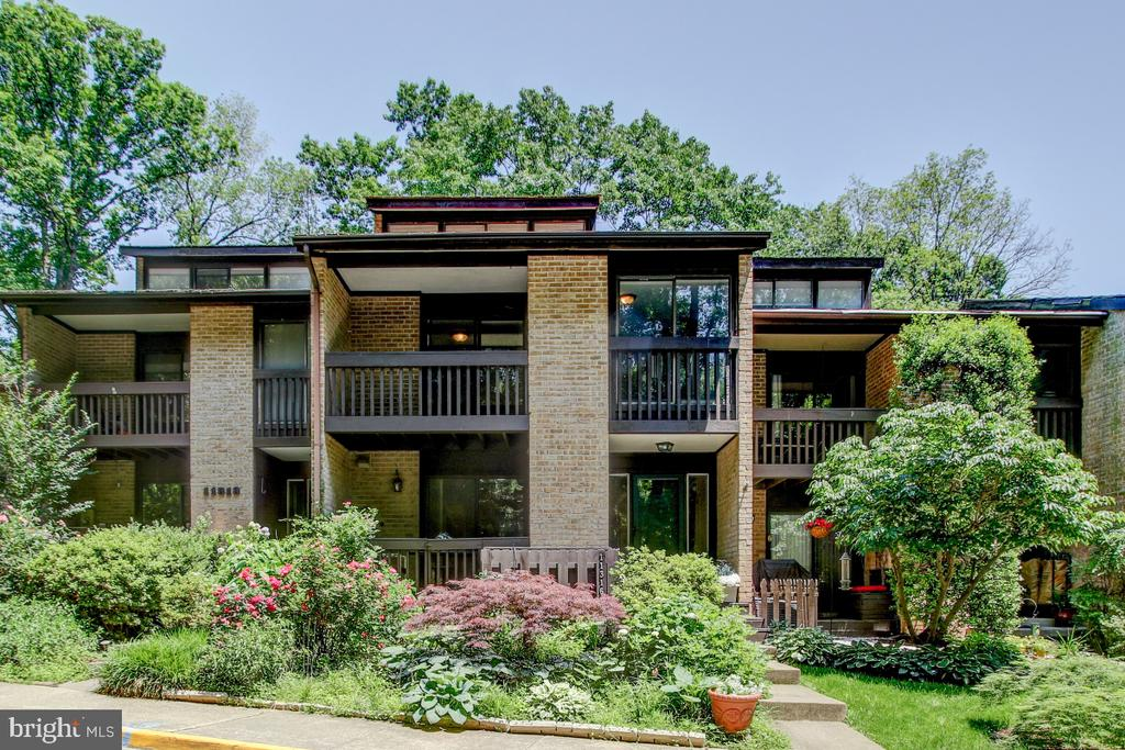 Welcome to this terrific home in a lake cluster! - 11316 DOCKSIDE CIR, RESTON